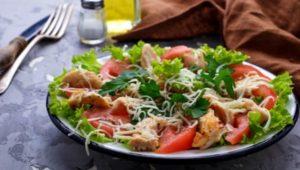 Салаты на базе томатов и сыра