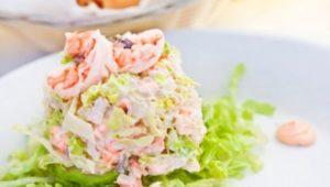 кето кальмаровый салат с майонезом и креветками