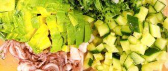 Кето салат с кальмарами и яйцом - диетический завтрак