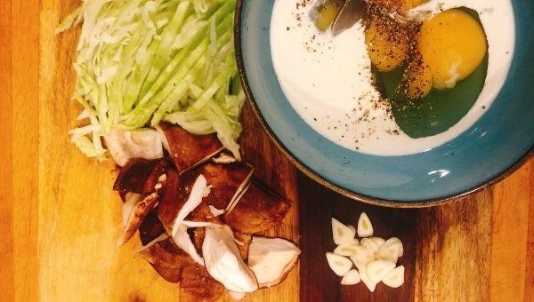 Кето диетический завтрак омлет с капустой и шиитаке