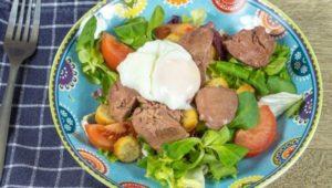 Диетический кето салат с куриной печенью